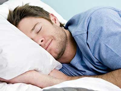 این 7 رفتار را قبل از خواب ترک کنید تا چاق نشوید!